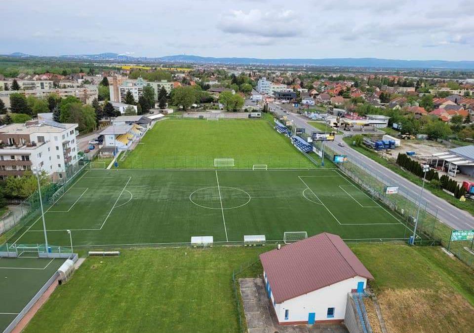 Futbalový štadión OFK Dunajská Lužná z vtáčej perspektívy